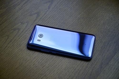 HTC U11评论 尼斯和挤压它做到了