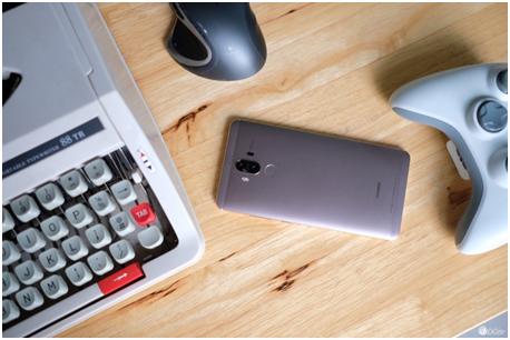 通过USB充电端口存在数据破解风险的智能手机