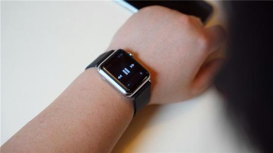 Apple Watch评论 我们仍然每天早上都会把它放在一边 如果它不在那里就会错过它
