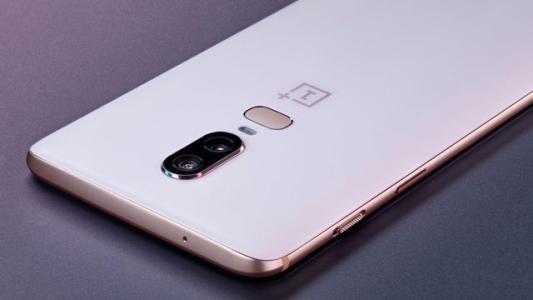 这是OnePlus 5G手机原型