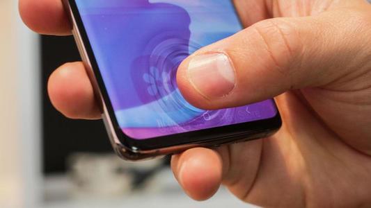 三星的Galaxy S10指纹传感器可以承受很多划痕,但不会出现裂缝